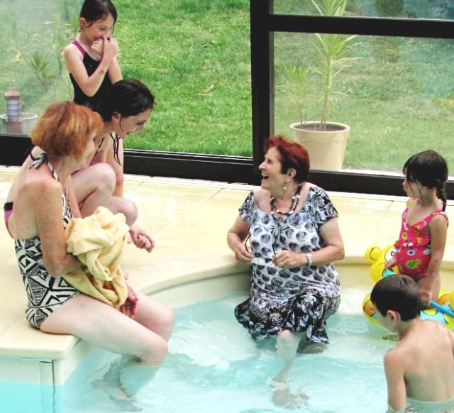 mamy germaine prend son bain à 90 ans sonnés ;-)