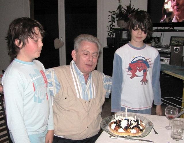papy et sdes petits enfants Julien et Fabien